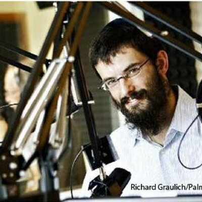 Rabbi_Vigler_Schmoozing_on_Radio_400x400.jpg